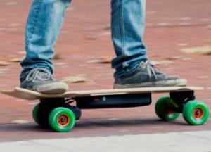 skate con motore elettrico